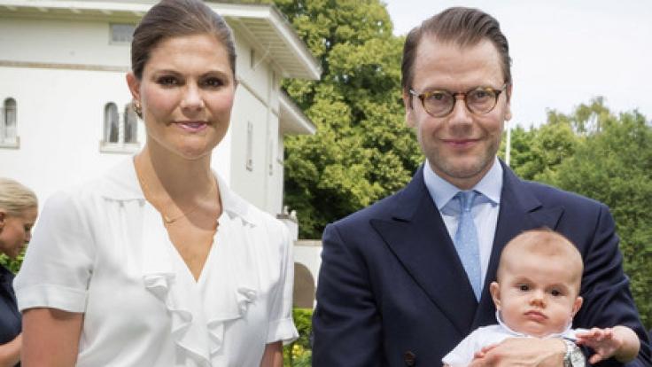 Eine schrecklich reizende Familie: Kronprinzessin Victoria von Schweden und ihr Mann Prinz Daniel strahlen mit den beiden Kindern Prinzessin Estelle und Prinz Oscar um die Wette.