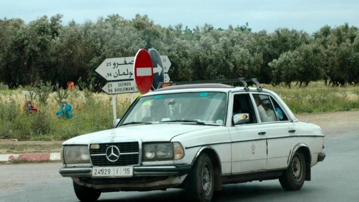 Die meisten Sammeltaxis in Marokko sind Mercedes W123, denn sie fahren, fahren, fahren. (Foto)