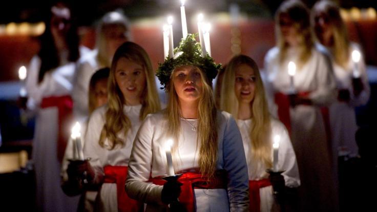 Das skandinavische Luciafest wird alljährlich am 13. Dezember nicht nur in Schweden, sondern auch in anderen Ländern gefeiert.