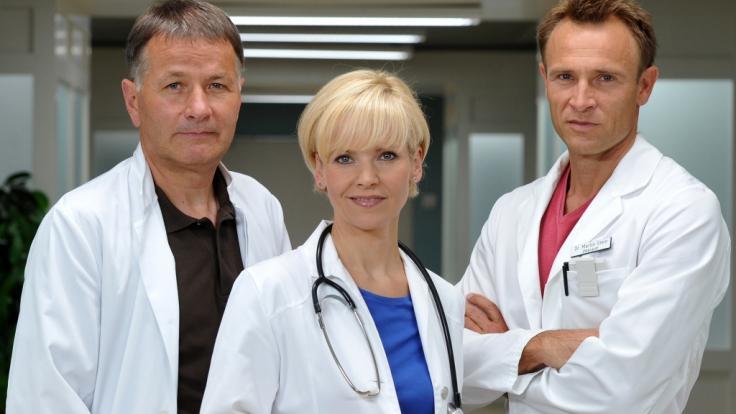 Die Schauspieler Thomas Rühmann (l-r), Andrea Kathrin Loewig und Bernhard Bettermann, bekannt aus der Erfolgsserie