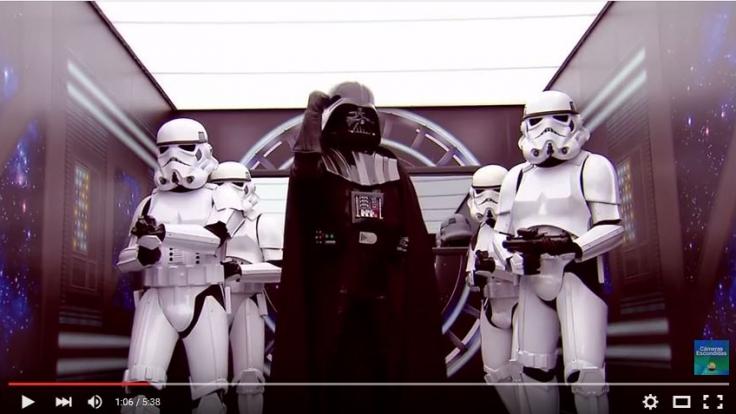 """Ein brasilianischer TV-Sender überraschte Passanten mit einer Kulisse aus """"Star Wars"""". (Foto)"""