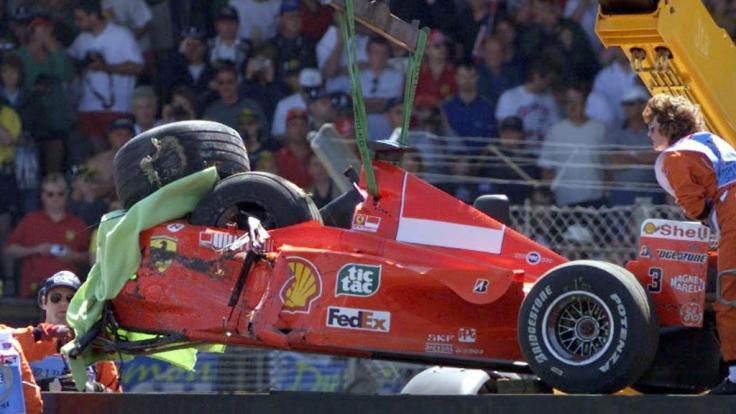Bei einem Unfall in Silverstone wurde Schumi 1999 verletzt.
