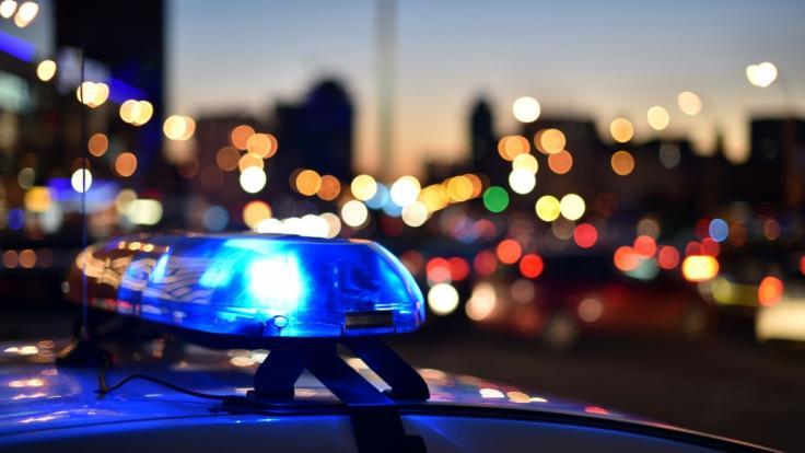 In München ist ein Auto in eine Menschengruppe gerast. Die Polizei ermittelt.