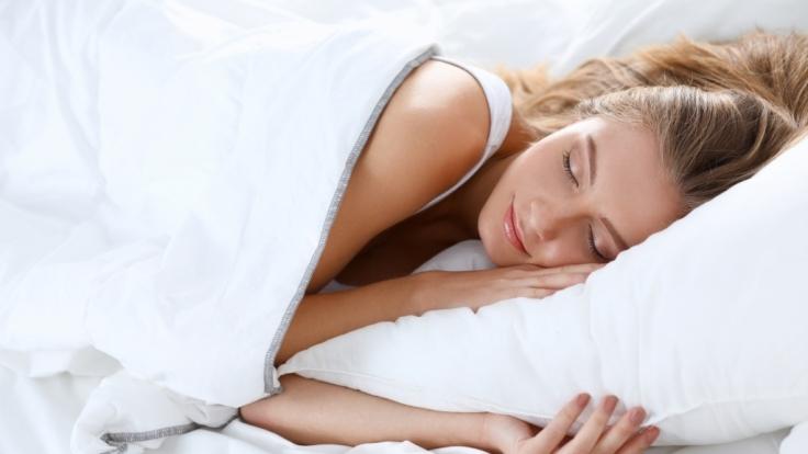 Wer beim Einschlafen erotische Fantasien hat, erhöht die Chance auf einen Schlaf-Orgasmus.