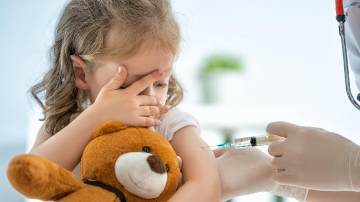 Ein Experte fordert, dass Kinder schneller gegen Covid-19 geimpft werden. (Symbolfoto) (Foto)