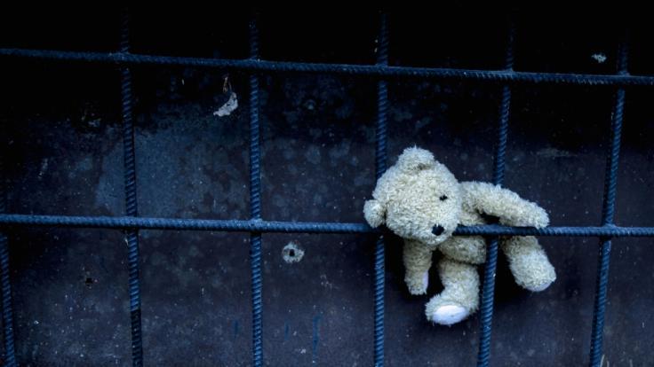 Nach dem mutmaßlichen Mord an einem dreijährigen Kindergarten-Kind durch seine Erzieherin droht der Einrichtung keine Strafe. (Foto)