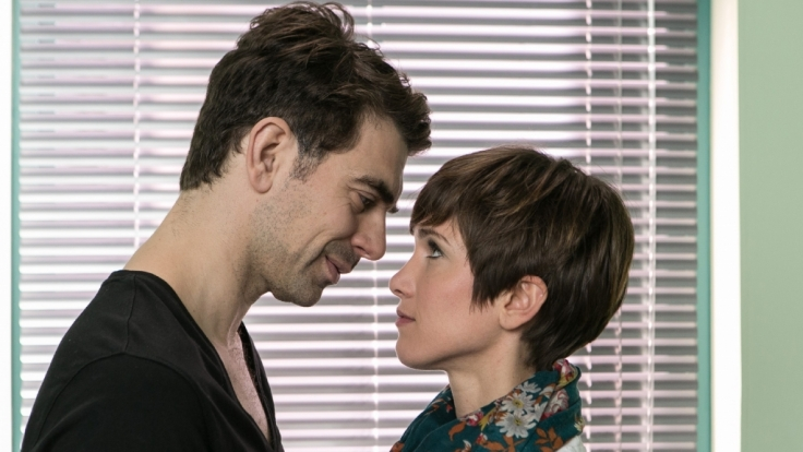 Veit (Carsten Clemens) genießt den Moment mit Pia (Isabell Horn), nicht ahnend, dass Richard bereits dabei ist, ihn zu überführen... (Foto)