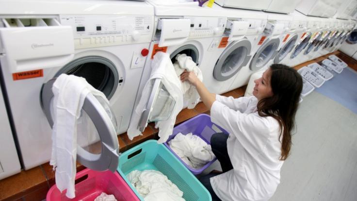 Unerlässliche Testhilfe für den Waschmittel-Test der Stiftung Warentest: Viele Waschmaschinen. (Foto)