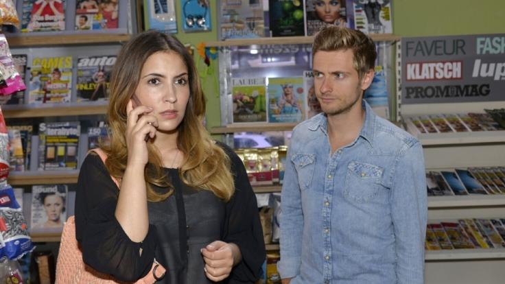 Welches Spiel treibt Laura (Chryssanthi Kavazi) mit Philip (Jörn Schlönvoigt)? (Foto)