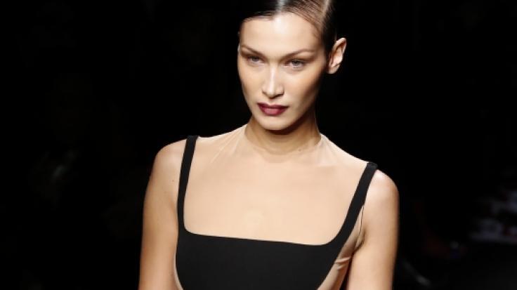Bella Hadid lief bei der Fashion Week in Paris. (Foto)