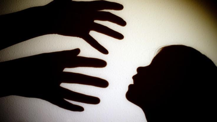 Ein Priester hat eine 12-Jährige missbraucht. (Foto)