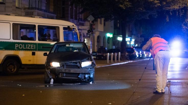 In Berlin-Charlottenburg wurde eine Radfahrerin bei einer Verfolgungsjagd getötet.