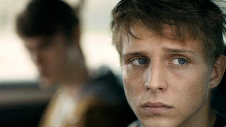 Der 17-jährige Milan ist in einer schwierigen Selbstfindungsphase und kann sich selbst nur schwer eingestehen, dass er schwul ist. (Foto)