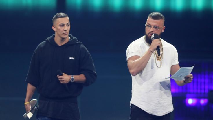 Kollegah (r) und Farid Bang erhalten den Echo Hip-Hop/Urban National bei der 27. Verleihung des Deutschen Musikpreises Echo. (Foto)