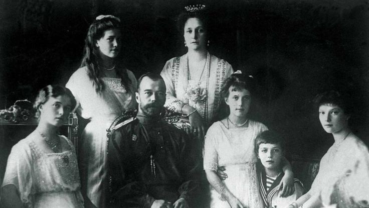 Eine Frau glaubte, sie sei die russische Zarentochter Anastasia (rechts). (Foto)