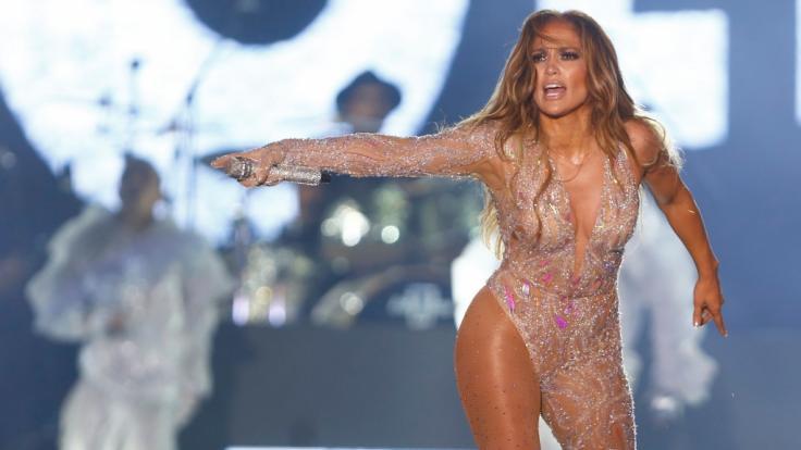 Jennifer Lopez jubiliert im Netz. (Foto)