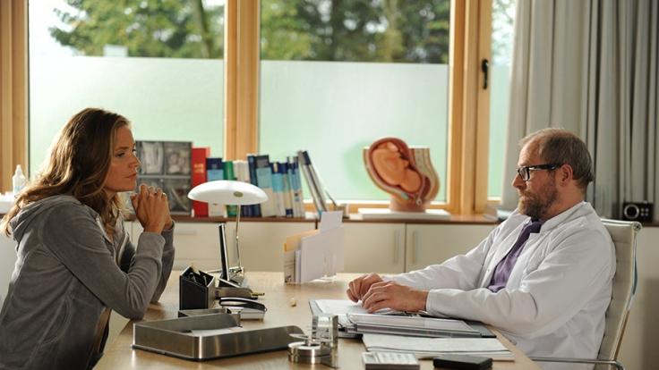 Hebamme Lena Lorenz (Patricia Aulitzky) bekommt eine überraschende Neuigkeit.