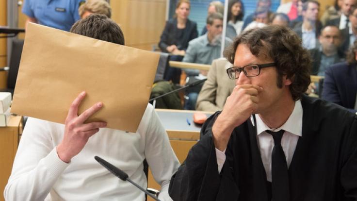 Sanel M., der Schläger von Tugce, wird für acht Jahre nach Serbien abgeschoben.