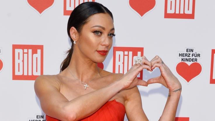 Lilly Becker zeigte sich sexy im roten Abendkleid. (Foto)