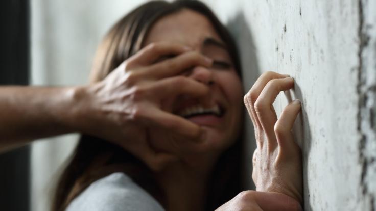 Eine 14-Jährige wurde aufgrund einer folgenschweren Verwechslung zum Vergewaltigungsopfer (Symbolbild).