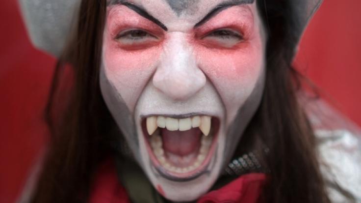 Ein als Vampir-Mörder bekannt gewordener Schizophrener hat sich in Russland eine Stelle als Arzt erschlichen. (Symbolfoto) (Foto)