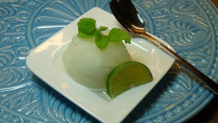 Mit einem erfrischenden Zitronensorbet schließt das 3-Gänge-Menü ab.