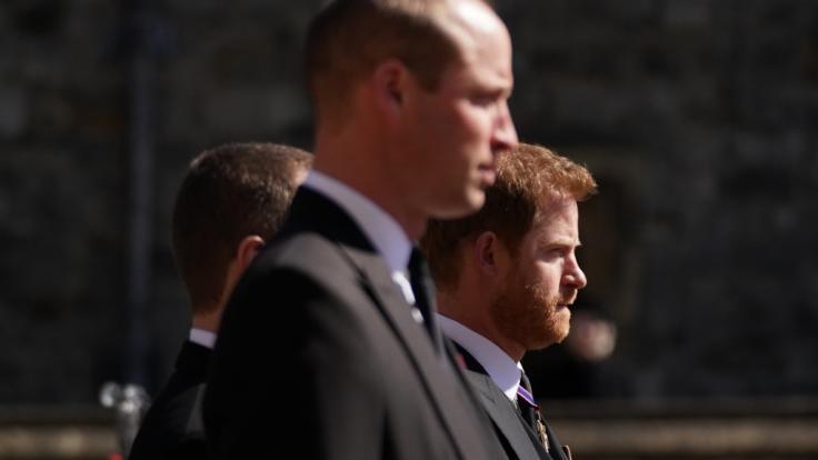 Zwischen Prinz William und seinem Bruder Prinz Harry hängt der Haussegen schief - Meghan Markle spielte bei dem Brüderstreit eine nicht unwesentliche Rolle. (Foto)