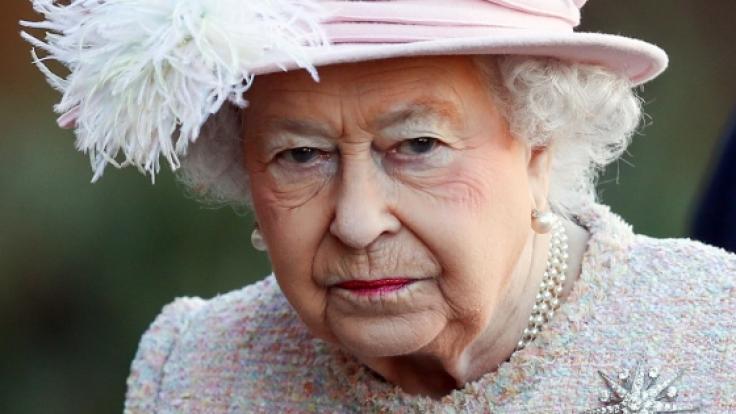 Queen Elizabeth hat ihren Urlaub aus einem ernsten Grund unterbrochen.