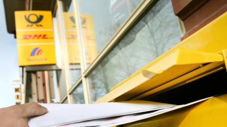 Die Deutsche Post will das Porto für Standardbriefe erhöhen.