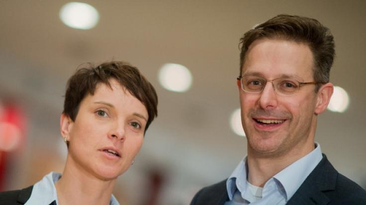 Müssen Petry und Pretzell sich bald wieder scheiden lassen? (Foto)