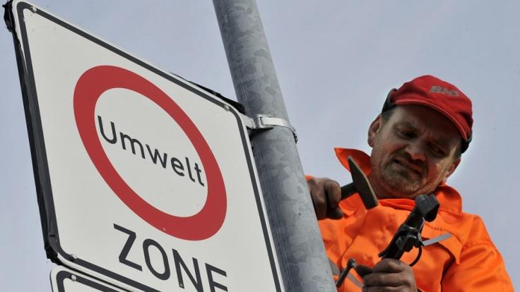 Mit der Einführung der neuen Umweltplakette droht Millionen Dieselfahrzeugen in Deutschland ein Fahrverbot. (Foto)