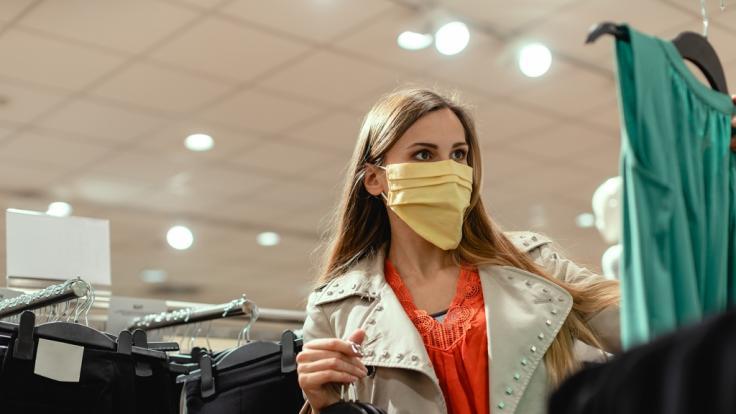 In einigen Bundesländern ist Einkaufen im Einzelhandel wieder möglich. (Foto)
