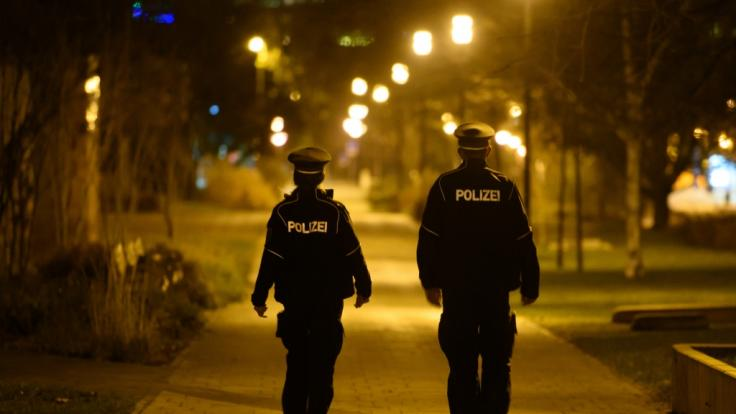 Mit einer erhöhten Polizei-Präsenz sollen die Corona-Regeln an Weihnachten kontrolliert werden. (Foto)