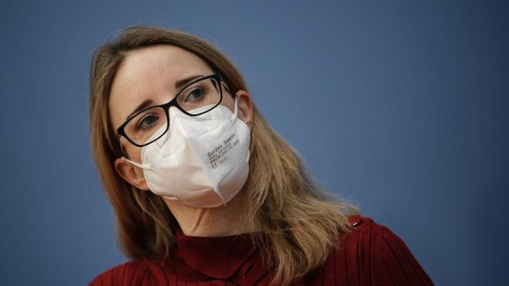 """Alena Buyx, Vorsitzende Deutscher Ethikrat, bei der Pressekonferenz zum Thema """"Sonderregelungen für Geimpfte?"""". (Foto)"""