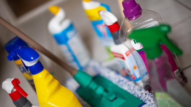 Henkel muss derzeit ein Putzmittel aus seinem Sortiment zurückrufen. (Foto)