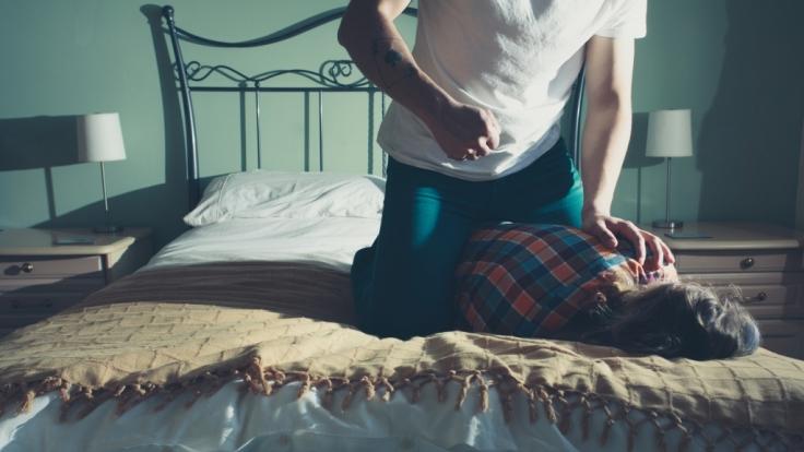 Ein Mann missbrauchte seine Tochter über ein Jahr lang. (Symbolbild) (Foto)