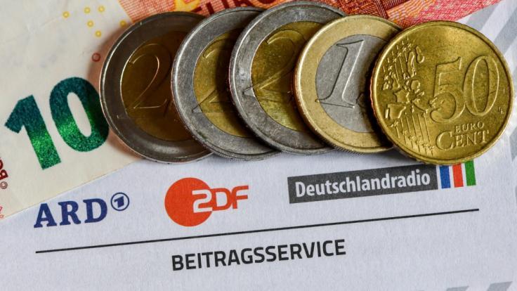 Ein Rundfunkbeitrag von 10 Euro wäre laut einem Ökonom mehr als ausreichend. (Foto)
