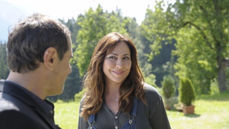 Als Katja (Simone Thomalla) auf den charmanten Cem (Merab Ninidze) trifft, funkt es bei ihr sofort. (Foto)