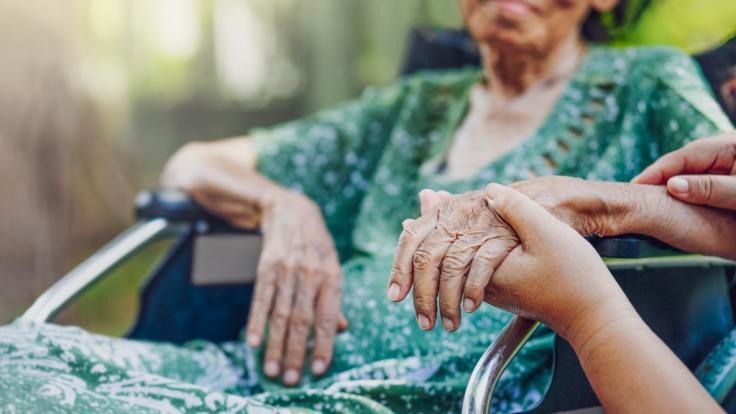 Die Zwickauer Pflegerin soll ihre eigene Großmutter getötet haben. (Symbolbild) (Foto)