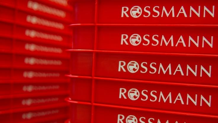 Die Drogeriekette Rossmann ruft vorsorglich einen Spielzeugwürfel zurück.