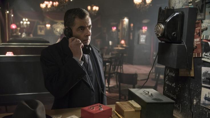 Kommissar Maigret (Rowan Atkinson) hat eine heiße Spur. (Foto)