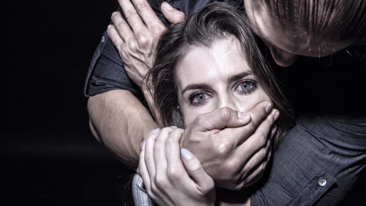 Frau Von 5 Männern Vergewaltigt