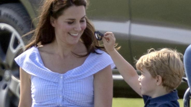Royales Mutter-Sohn-Gespann: Bald könnte Herzogin Kate ihren ältesten Sohn Prinz George jedoch ins Internat ausquartieren. (Foto)