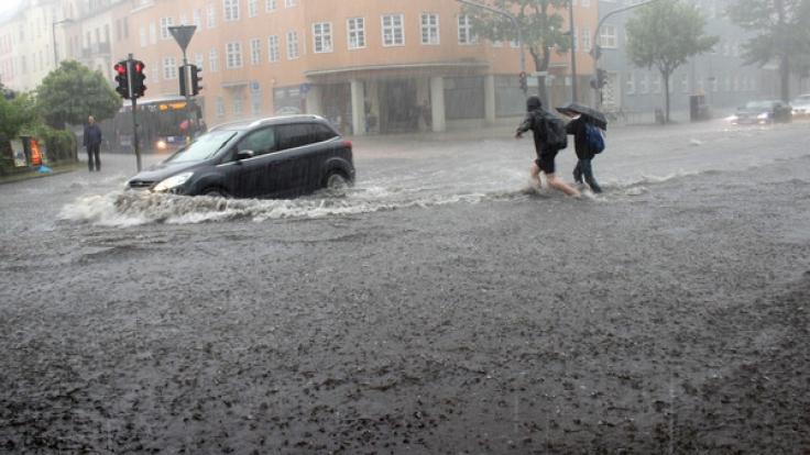 Vor allem im Süden und Südwesten Deutschland ist erneut mit heftigen Unwettern zu rechnen.