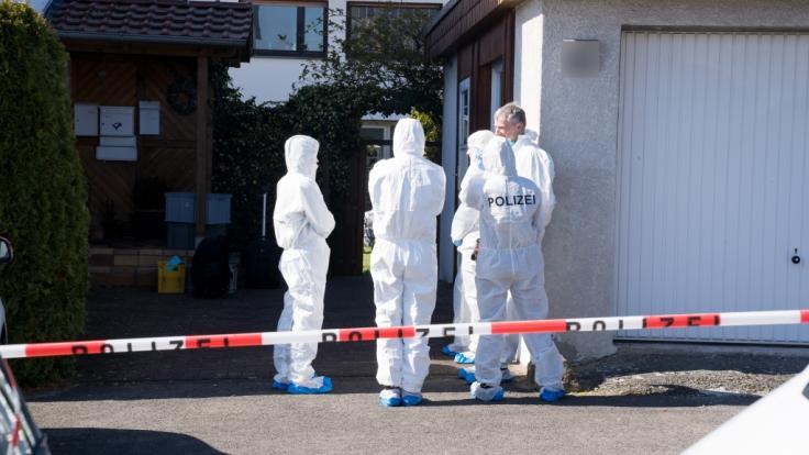 Nach der tödlichen Messerattacke eines Vaters auf seinen 13-jährigen Sohn ermittelt die Polizei in Bad Salzuflen. (Foto)