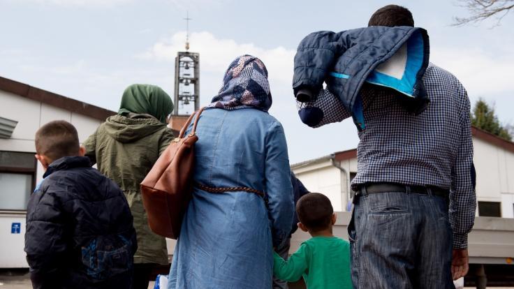 Immer weniger Flüchtlinge holen ihre Angehörigen nach Deutschland.