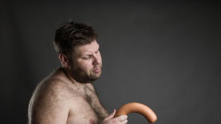 Manche Eigenschaften törnen Männer bei Frauen richtig ab.