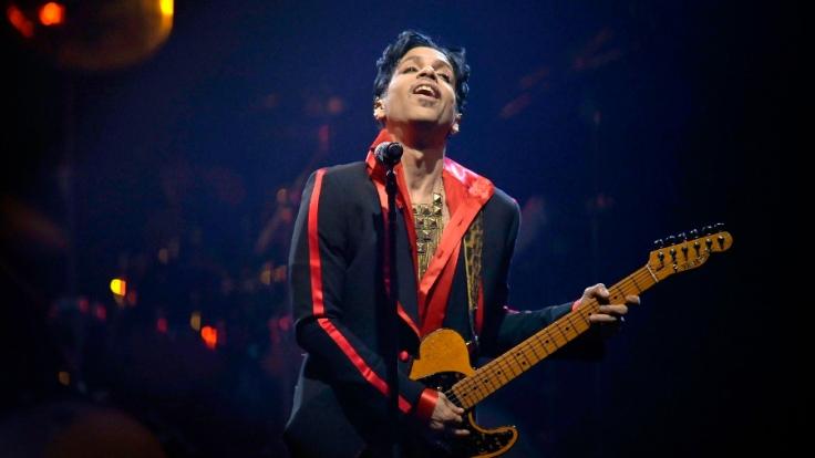 Woran starb Musiklegende Prince? (Foto)