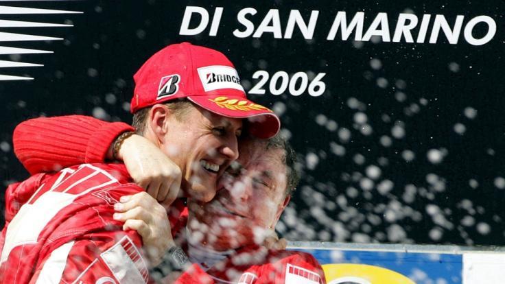 Michael Schumacher nach einem Formel-1-Sieg in Imola. (Foto)