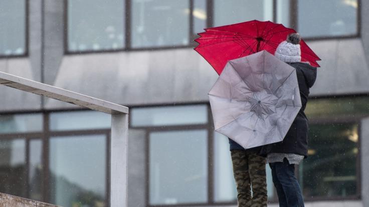 Nach den frühsommerlichen Temperaturen zu Ostern folgt eine Schlechtwetterfront mit Regen und kühlem Wetter (Symbolfoto). (Foto)